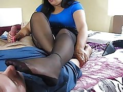 Stinky foot sniffing and handjob