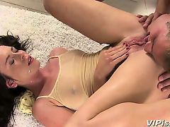 Stunning babe Jessica Rox gets so turned as she showers in