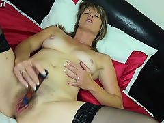 Hairy british ma playing with her  Karon from 1fuckdatecom